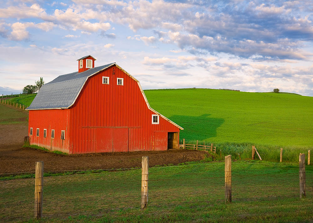 Red Palouse Barn