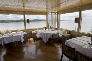 Delfin II dining room