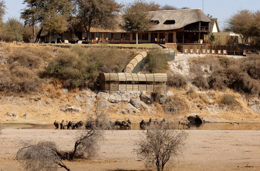 Leroo La Tau main lodge building