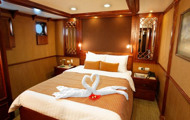 Grace-Double-Stateroom-Carolina-Deck